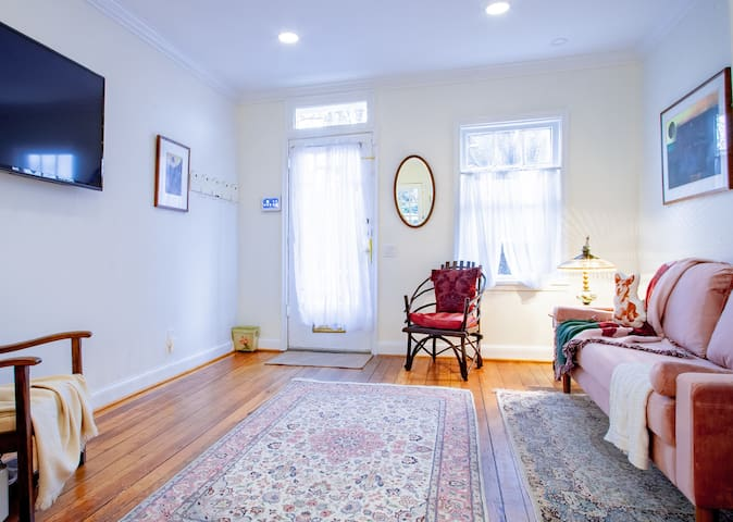 large 48217405 1134793711 - Quintessential georgetown home ✯✯✯✯✯ Entire 1-BR private house