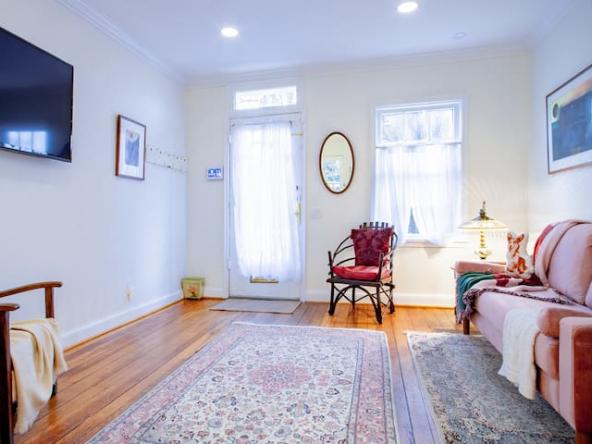 large 48217405 1134793711 1 592x444 - Quintessential georgetown home ✯✯✯✯✯ Entire 1-BR private house