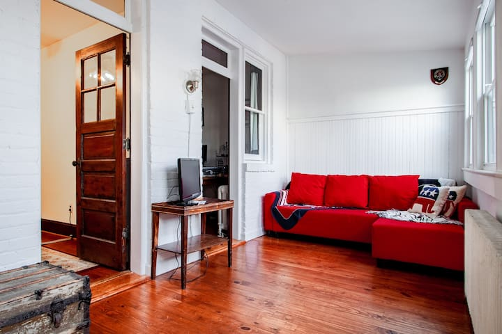 large 48431239 1141034078 - ✢ The E St retreat ✢ Lovely 3-BR bestled between H St & Eastern market ✢