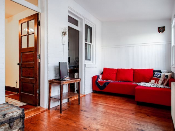 large 48431239 1141034078 1 592x444 - ✢ The E St retreat ✢ Lovely 3-BR bestled between H St & Eastern market ✢
