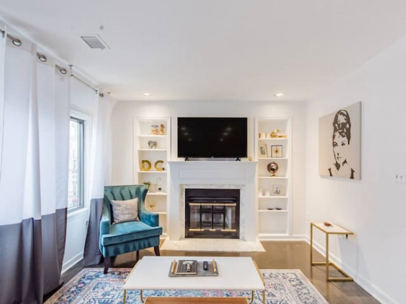 large 50329912 1196733371 3 592x444 - Walk to the White House from an Exceptional Penthouse Apartment